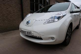 damaged passenger cars Nissan Leaf 24 Kw Accu 2013/11