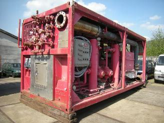 Schade machine Caterpillar  OFFSHORE CONTAINER 20ft INCL WARMTEWISSELAAR 10 ft GASCOMPRESSOR UNIT V12 CATERPILLAR 2000/1
