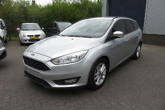 damaged passenger cars Ford Focus Wagon 1.5 TDCi 95pk Trend Lease Edition, navigatie, airco, pdc enz 2015/3