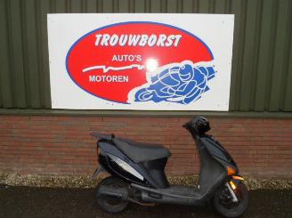 schade scooters Overige  Hyosung Rush Brom 2002/6