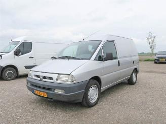 damaged commercial vehicles Peugeot Expert 220C 2.0 HDI Standaard 2003/9