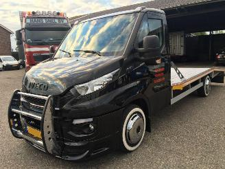 damaged commercial vehicles Iveco Daily 3.0d 180pk 6-bak oprijwagen - autoambulance - navi - clima - cruise control - abs - luchtvering 2016/8